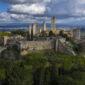 San Gimignano aerea con mura